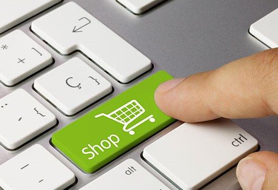 Українці здійснюють більшість покупок в інтернеті Поштівка