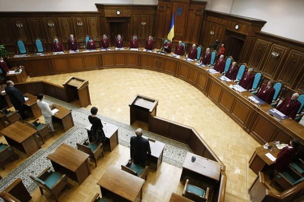 Конституційний суд не дав скоротити витрати на суди Поштівка