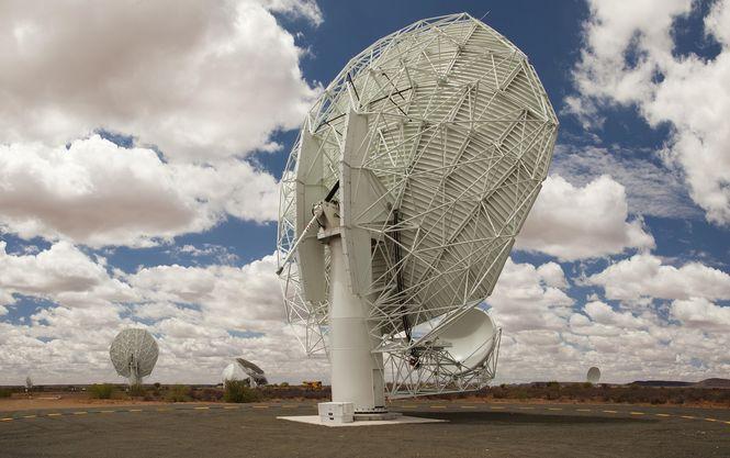 Африканський радіотелескоп відкрив понад 1000 нових галактик Поштівка