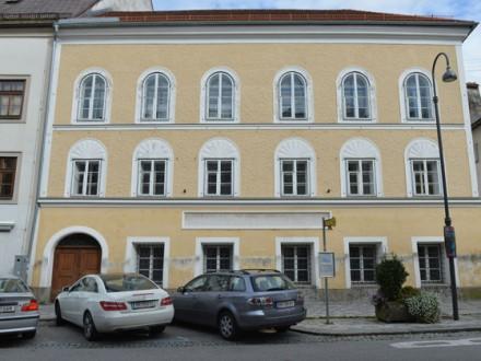 Влада Австрії хоче конфіскувати будинок, у якому народився Гітлер Поштівка