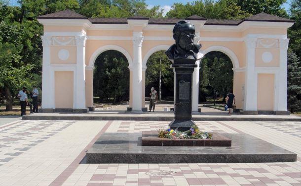 У Сімферополі зібралися встановити відеоспостереження за пам'ятником Шевченку Поштівка