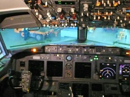"""Літаки """"Антонова"""" отримають надсучасну канадську авіоніку Поштівка"""