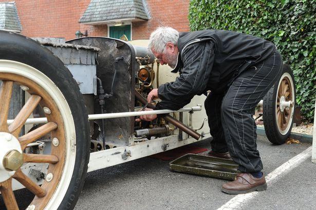 Британія вперше за століття проведе перегони на парових авто Поштівка