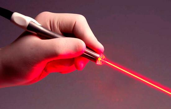 Учені створили компактний і потужний лазерний скальпель Поштівка