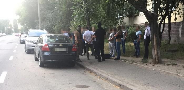 СБУ затримала слідчого київської поліції на хабарі у 15 тисяч доларів Поштівка