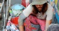 У художника з Майямі, який малює у Києві мурал, вкрали фарби Поштівка
