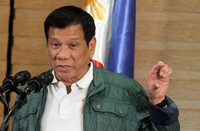 Президент Філіппін показав нецензурний жест і вилаявся на адресу ЄС Поштівка