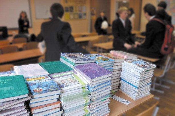 У Міносвіти пояснили «колапс» з підручниками в школах Поштівка