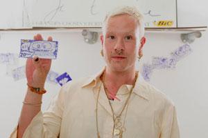 Художники відкрили крамницю, де можна розрахуватися намальованими грішми Поштівка image 1