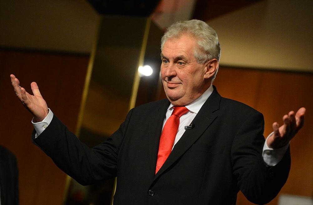Президент Чехії запропонував заселяти біженцями безлюдні грецькі острови Поштівка