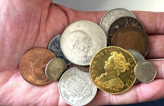 Дідусь подарував онуку монету вартістю у 250 тис. фунтів Поштівка image 1