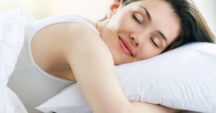 Жінкам потрібно більше сну, ніж чоловікам Поштівка